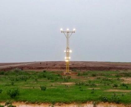 接近塔安装在印度哈里士古达机场奥里萨邦2018年XNUMX月